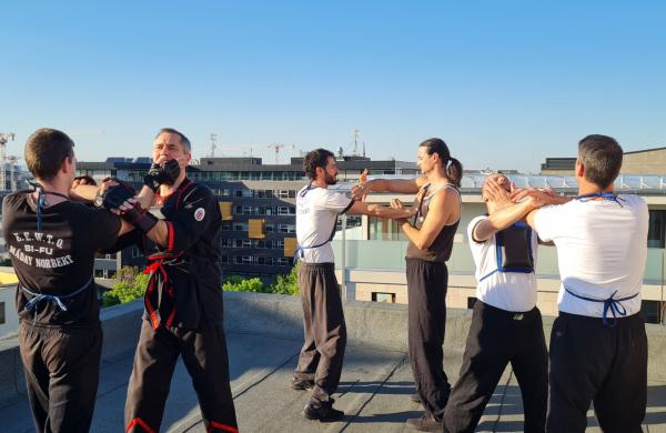 Az Újbudai Wing Tsun Kung Fu Klub edzése egy Budapesti toronyház tetején