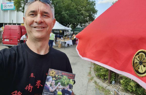 Vahot utcai piacon kung fu találkozó nyáron napernyóő alatt